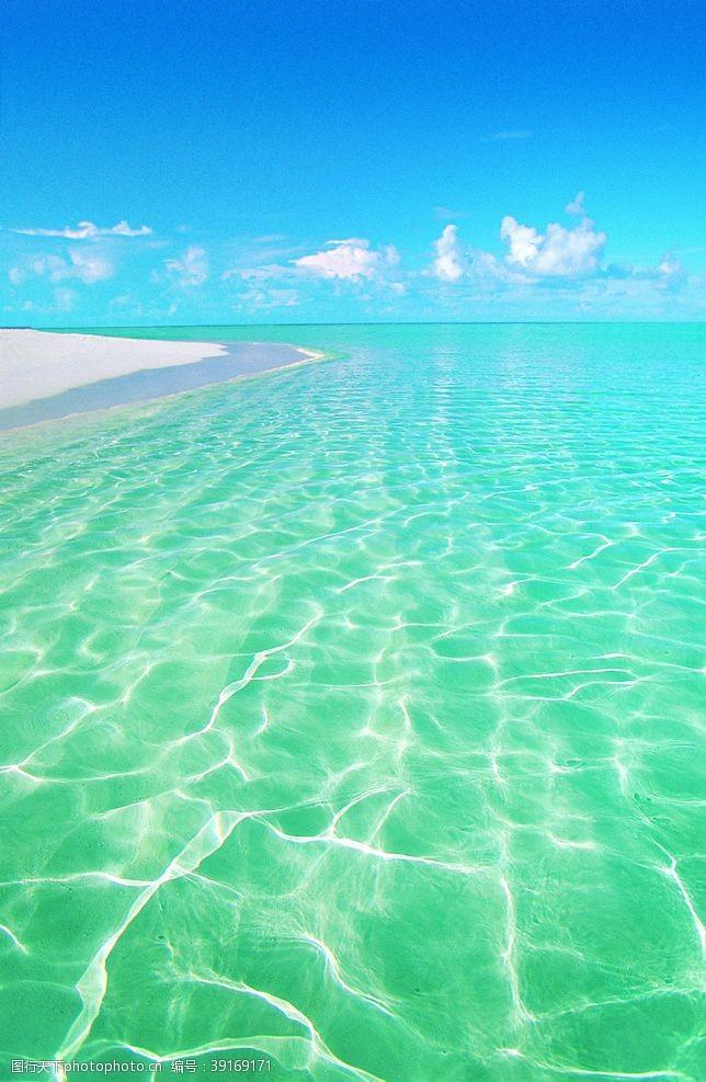 沙滩椅 美丽的海滩风景线图片