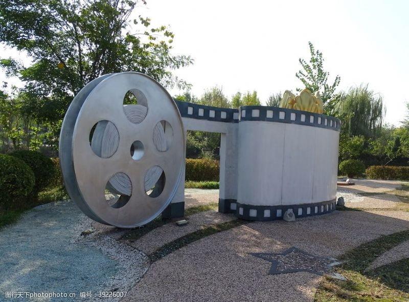 电影胶片雕塑图片