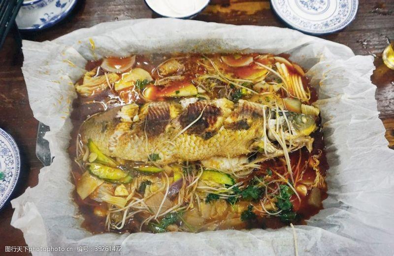 香辣烤鱼纸上烤鱼图片