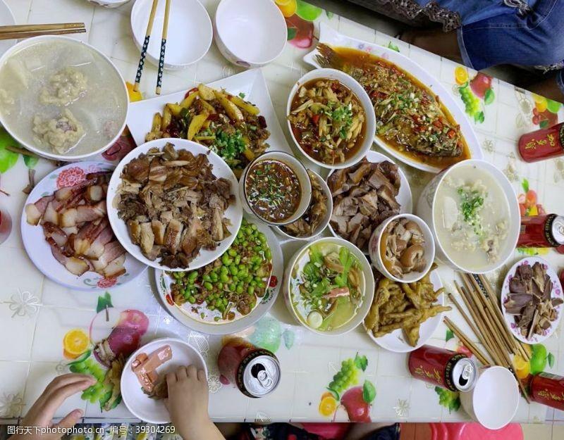 小饭桌团年饭图片