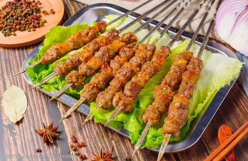 撸串烤羊肉串图片