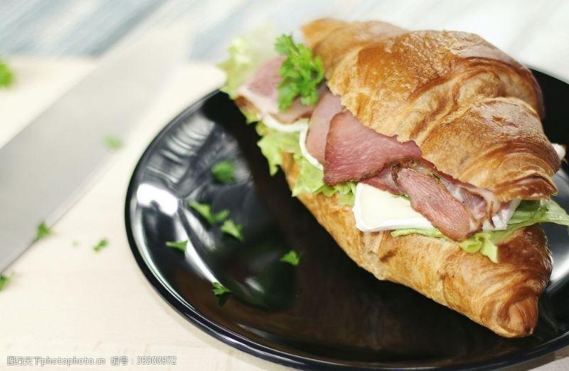 荤菜肉面包图片