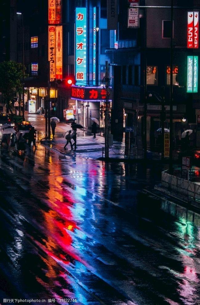 人流夜景街道图片