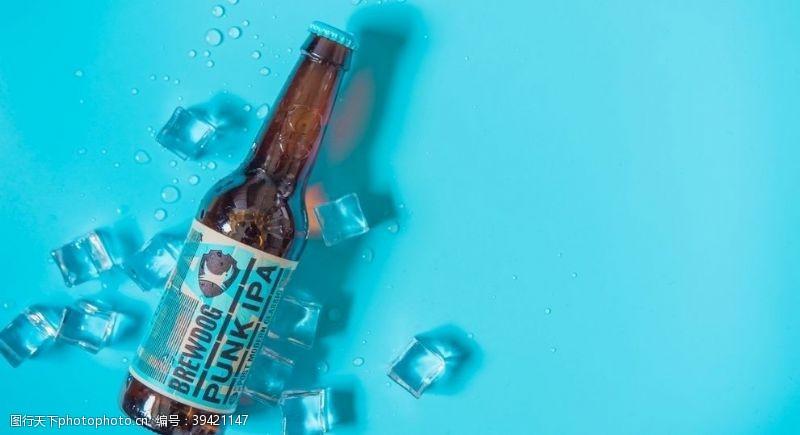 酒瓶冰块背景素材图片