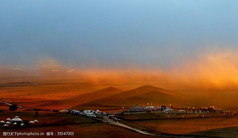 黄昏美景日暮下的草原风景图片