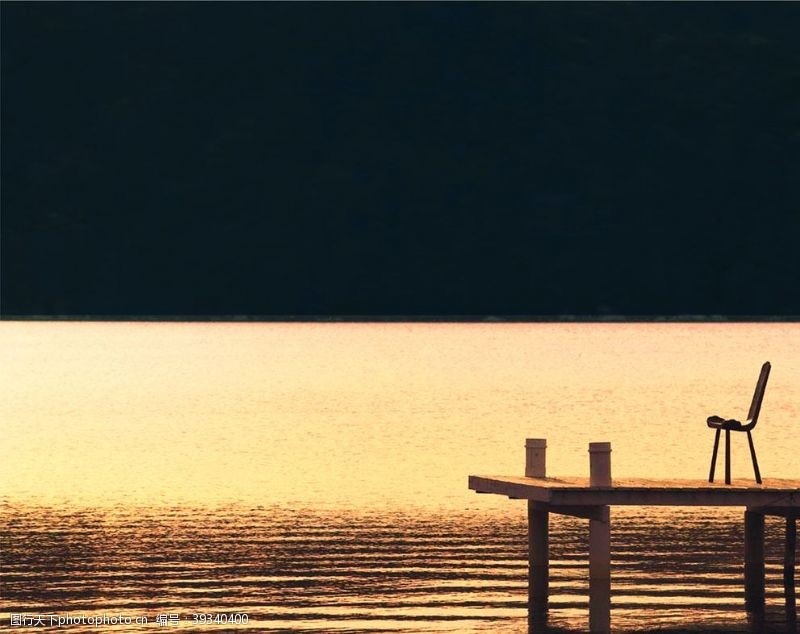 220dpi湖水意境椅子晚霞别墅图片