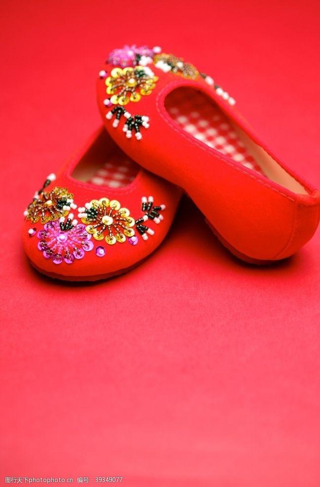 民族服饰绣花鞋图片