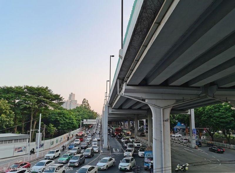 城市交通堵车图片