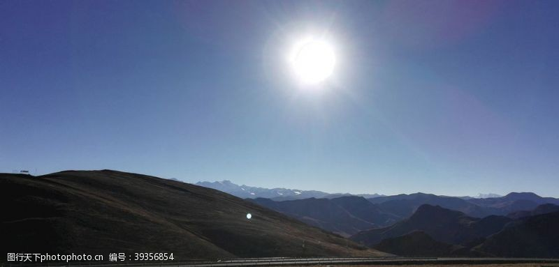 山坡蓝天大山太阳风光图片
