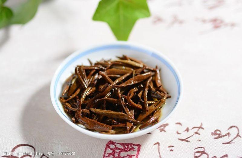 铁观音金丝红茶图片