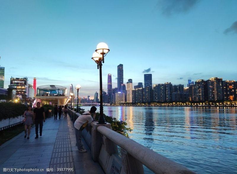 高楼大厦城市夜景图片