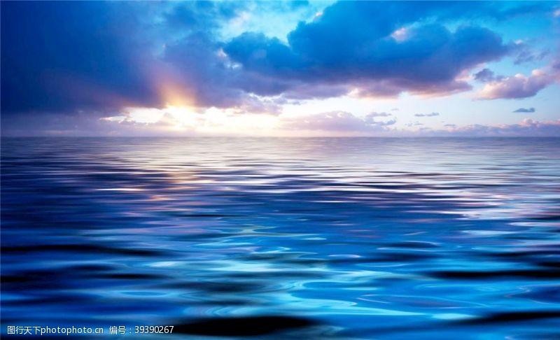 蓝色大海图片