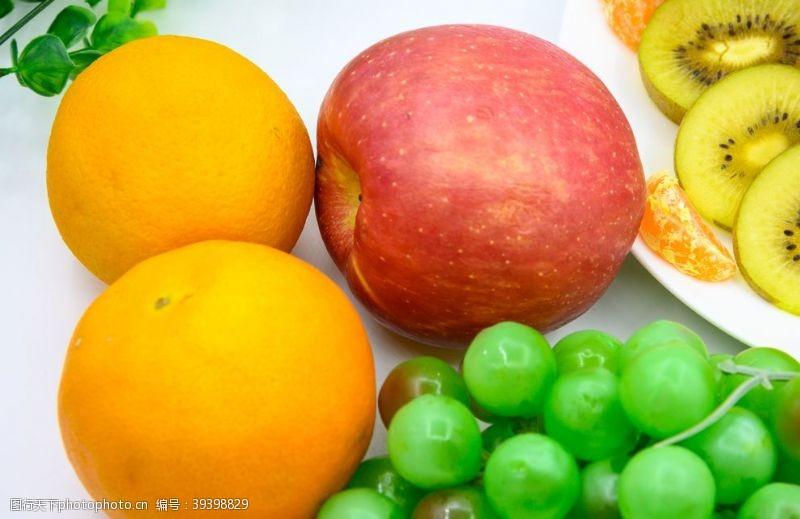红色水果与水果拼盘图片