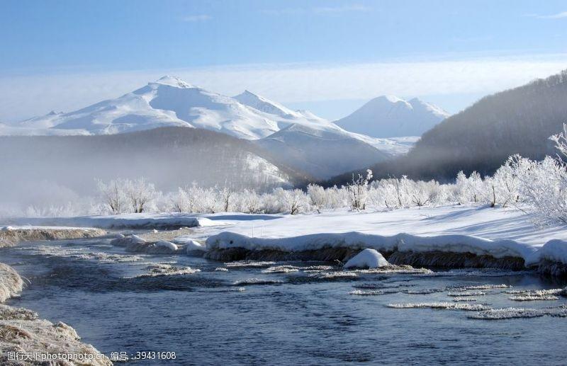 雪地冬季雪景图片