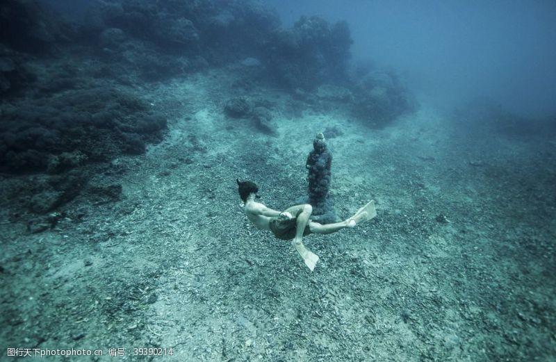 其他人物海洋潜水图片