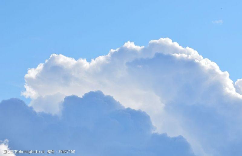 干净晴朗天空白云摄影图图片