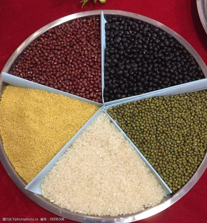 玉米渣五谷杂粮图片