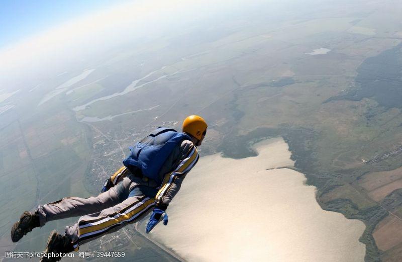 职业滑翔跳伞图片