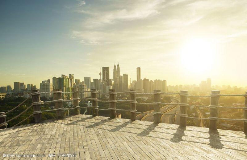 护栏木地板城市背景海报素材图片