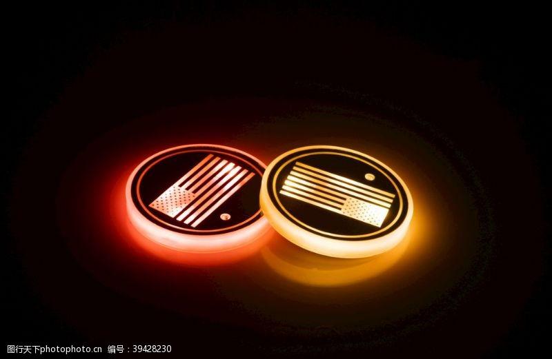 炫光汽车杯垫发光效果图片