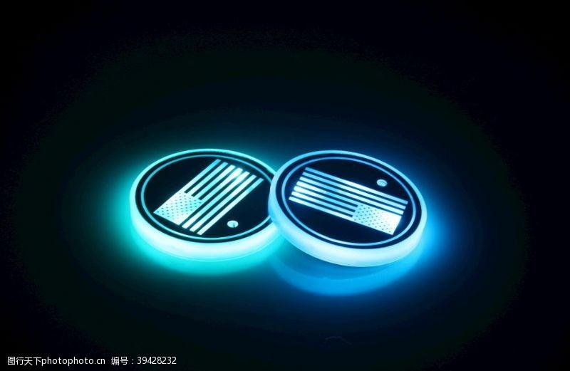 汽车杯垫发光效果图片