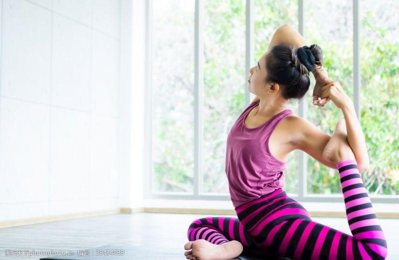 小女人瑜伽图片