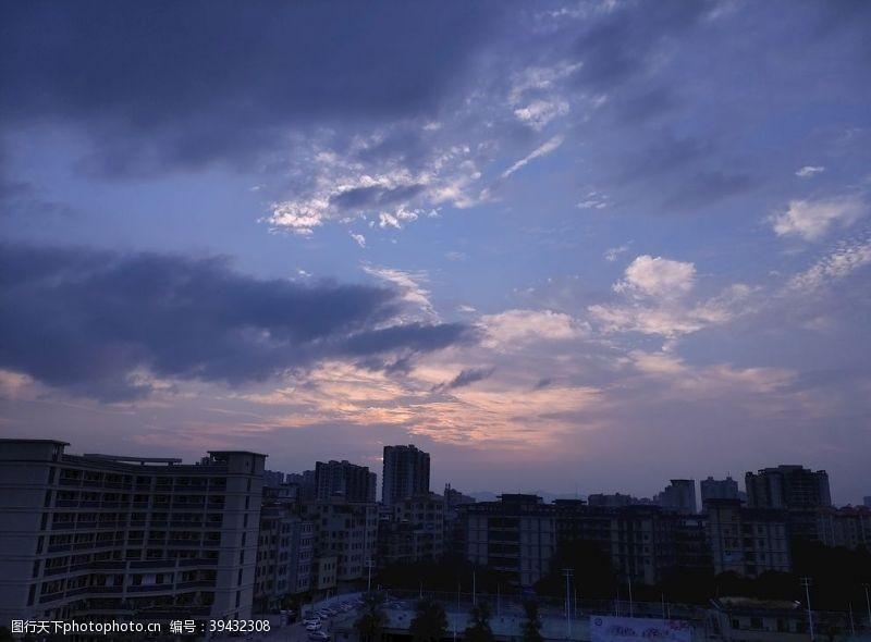云朵是天空的一封信图片