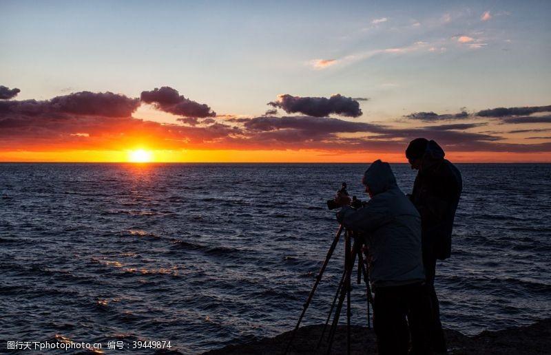 天空摄影的人在海边图片