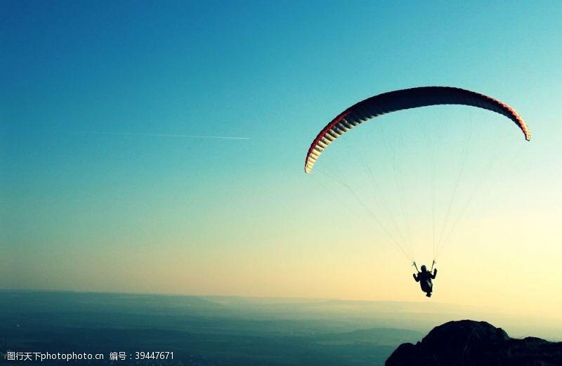 职业跳伞滑翔图片