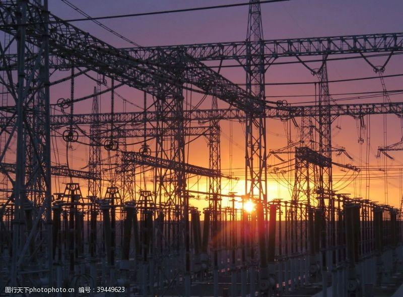 国家夕阳中的变电站图片
