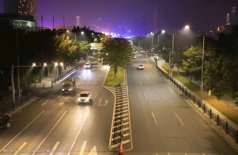 道路夜景图片