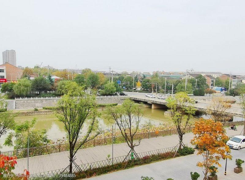 城市建筑城市河道风景图片