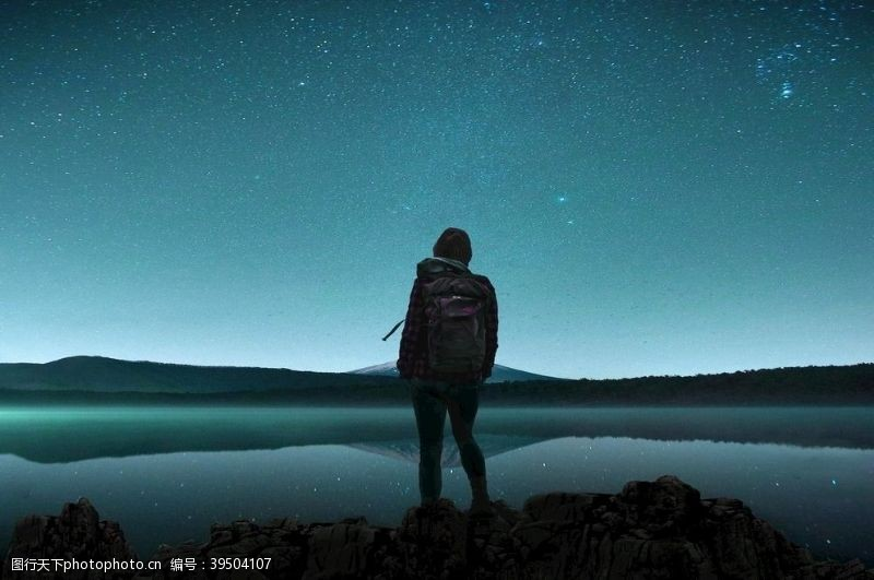 夜晚的天空湖图片