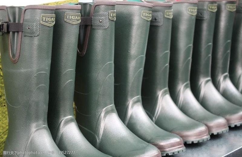 运动鞋雨靴图片