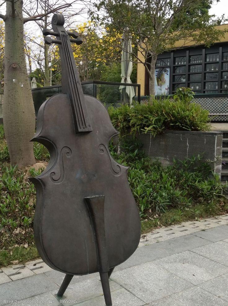 拉二胡大提琴图片