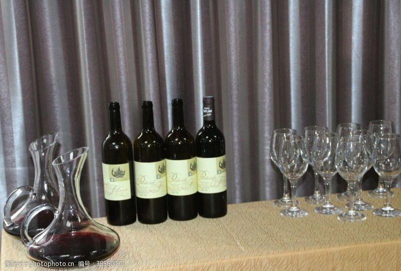 展示区红酒图片