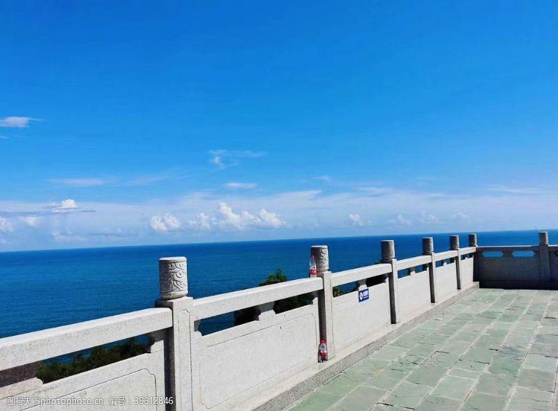 蓝色大海蓝天白云图片