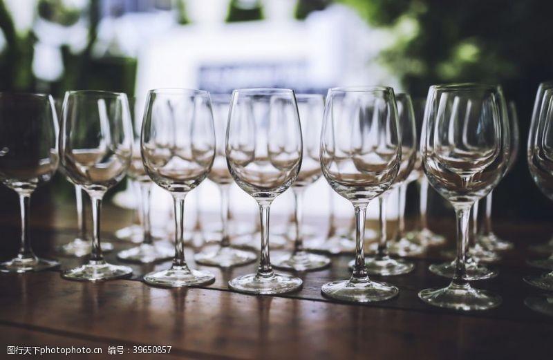 高脚杯白色红酒杯图片
