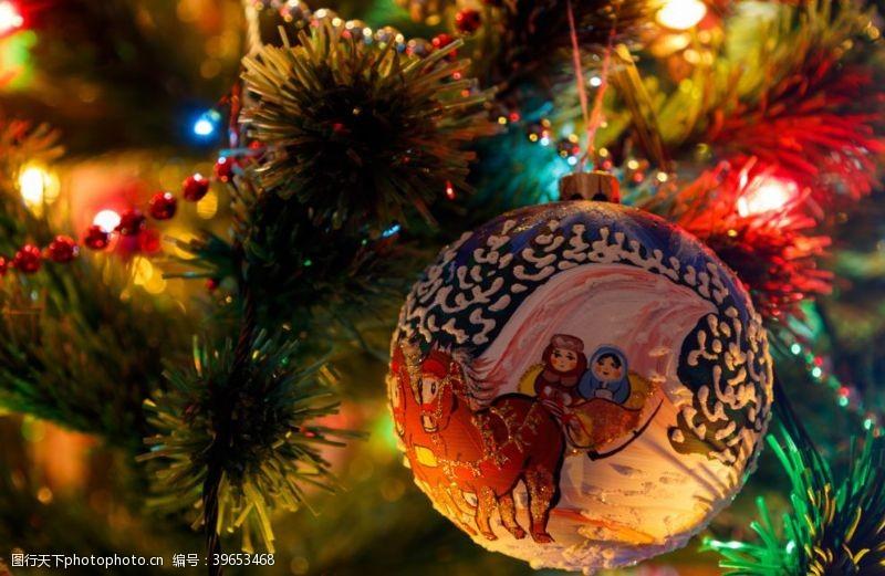 浪漫圣诞节圣诞树装饰图片