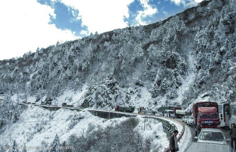 公路车雪后山路车图片