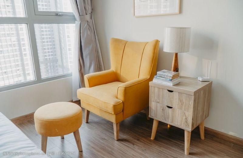 建筑家居黄色扶手椅图片
