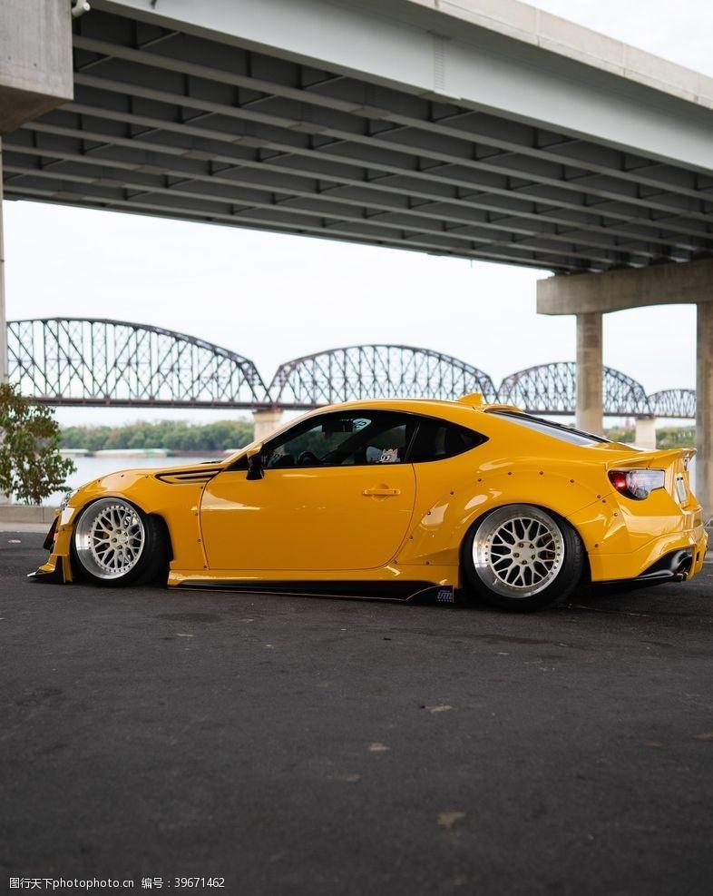 丰田汽车图片