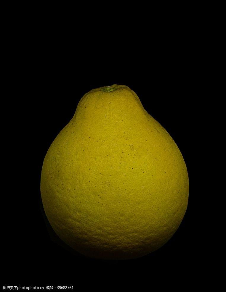 黑色底板新鲜水果黑底白柚子摄影图图片