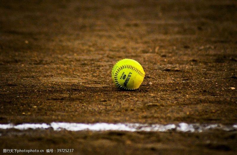 职工运动会垒球图片