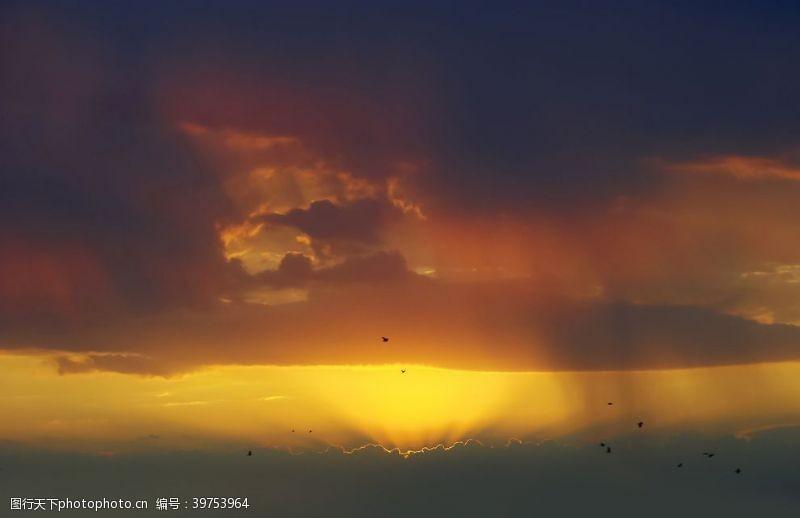 天空朝霞圖片