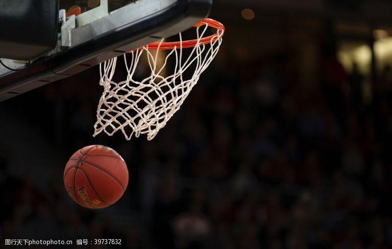 体育场篮球进框图片