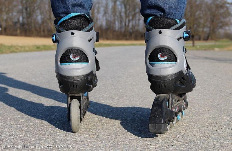 溜冰场轮滑图片