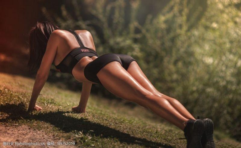 人物写真美女健身图片