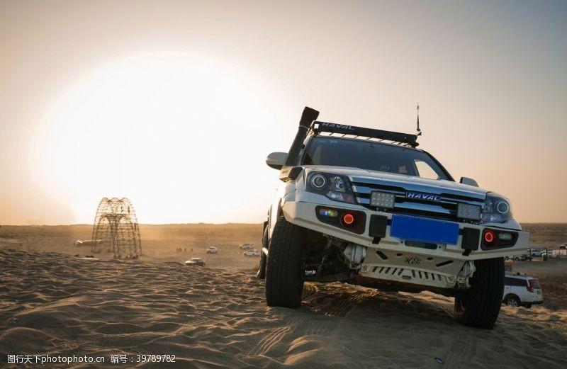 朝霞沙漠落日壯觀自駕游圖片