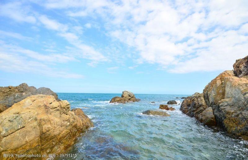 海平面岩石图片
